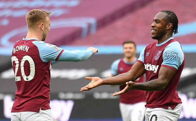 Michail Antonio on the pitch with teammates