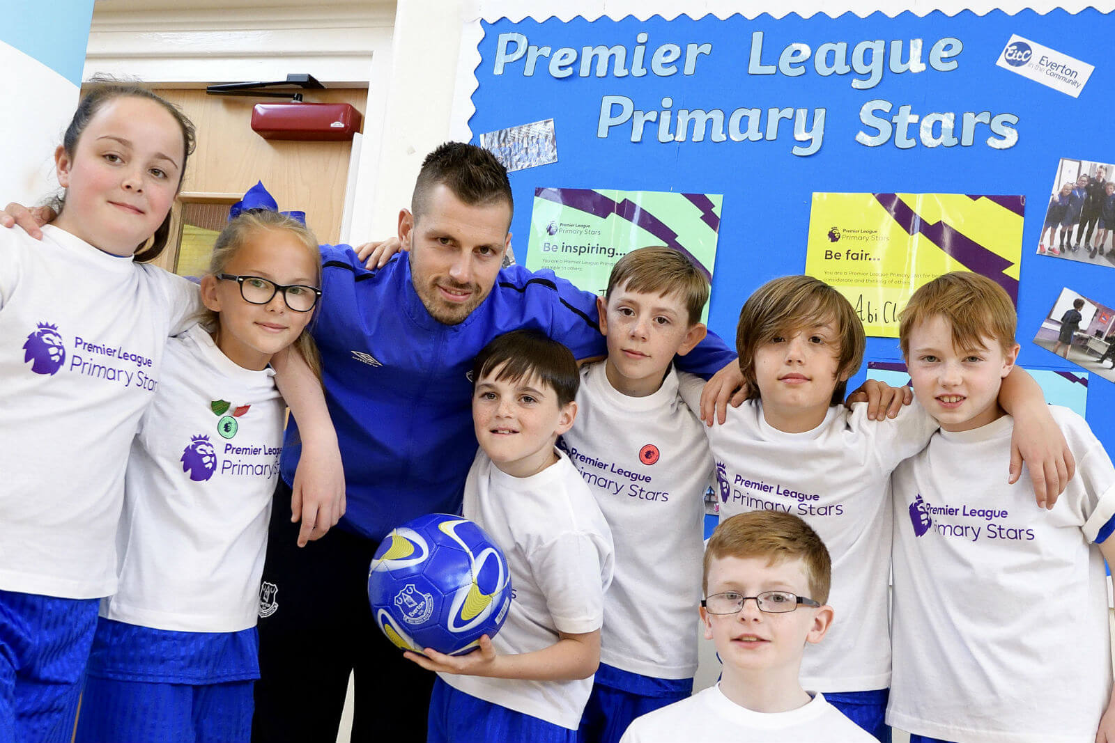 Morgan Schneiderlin next to a group of primary school pupils.